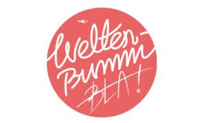 Podcast Logo Weltreise Podcast Rotes Logo Weltenbummler Weltenbummbla
